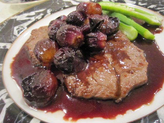 鹿児島黒牛のステーキ葡萄ソース
